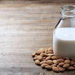 "Como fazer ""leite"" de amêndoa caseiro"
